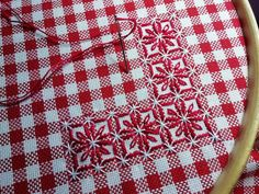 Rosso Natale ❤️ You are in the right place about Arts and crafts teacher . Swedish Embroidery, Embroidery Sampler, Embroidery Monogram, Hand Embroidery Designs, Cross Stitch Embroidery, Embroidery Patterns, Chicken Scratch Patterns, Chicken Scratch Embroidery, Creeper Minecraft