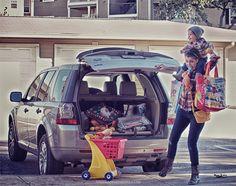Aquele momento em que você percebe que tem mais coisas para carregar do que braços (Foto: Anna Angenend)