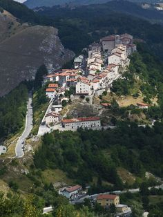 National Park of Abruzzo, Lazio and Molise | Territory | The countries of the Park | Opi
