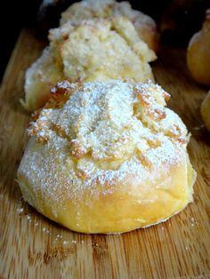 RAPA TACHOS: Pães de Deus Portuguese Sweet Bread, Portuguese Desserts, Portuguese Recipes, Croissants, Sweet Recipes, Cake Recipes, Looks Yummy, Something Sweet, Baked Goods