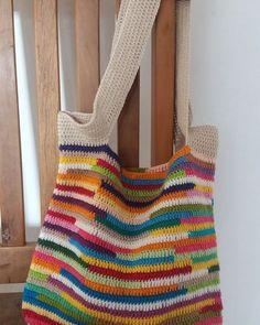 Bolsa colorida em croche.