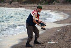 L'enfant mort sur la plage: une récupération pour un mea culpa politique européen et des décisions qui signent la mort de l'Europe et de la chrétienté.