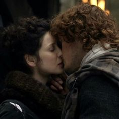 Claire (Caitriona Balfe) and Jamie (Sam Heughan) in the new trailer for Outlander on Starz via http://outlander-online.com/2015/01/09/1200-screencaps-from-the-new-outlander-trailer/