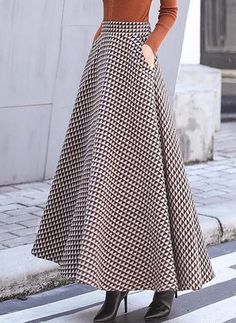 Put on to perform Design, one designer piece of looks. Casual Skirt Outfits, Modest Outfits, Women's Fashion Dresses, Fashion Pants, Long Skirt Looks, Blouse Designs Silk, Tube Skirt, Retro Dress, Ladies Dress Design