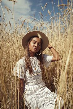 28 ideas fashion photography poses outdoors photoshoot for 2019 Creative Photography, Portrait Photography, Fashion Photography, Country Girl Photography, Photography Ideas, Friend Photography, People Photography, Maternity Photography, Family Photography