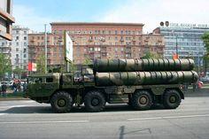 Choque de ordem na nova Criméia. O dia amanhece e as forças russas vão para as ruas revistar veículos e pedestres. A instauração de regime m...