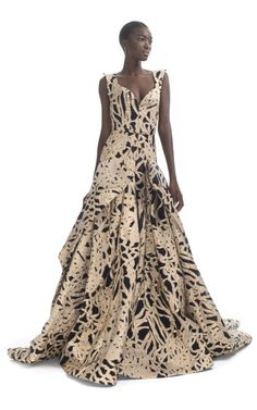 Shop Zac Posen Ready-to-Wear Runway Fashion at Moda Operandi   just the loveliest gown I have seen in a long time....     jαɢlαdy