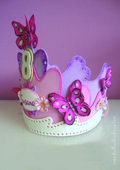 Corona Goma Eva,diseño personalizado,cumpleaños,comuniones,regalos . AnabellaIlustracion