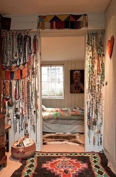 That jewelry storage on the wall!  DROOL!!!