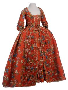 Robe à la française France) Museo de la Moda. Brilliant red gown with… 18th Century Dress, 18th Century Costume, 18th Century Clothing, 18th Century Fashion, Vintage Gowns, Vintage Outfits, Vintage Fashion, Antique Clothing, Historical Clothing