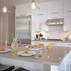 Choosing Your New Kitchen Cabinets Home Interior, Kitchen Interior, Kitchen Decor, Interior Design, New Kitchen Cabinets, Kitchen Flooring, Beautiful Kitchens, Home Kitchens, Kitchen Remodel
