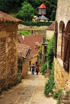 ベイナック・百年戦争の攻防が垣間られる中世の古城がある城下町ードルドーニュ渓谷の最も美しい村|ヨーロッパ、女一人旅 ~パリが恋しくて