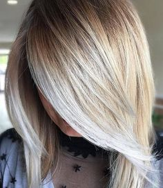 Chic medium length blonde ombre hair color effects 2017 2018.