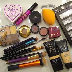 """32cf847a96 Bia Montenegro on Instagram: """"Produtos que usei na maquiagem nada básica de  hoje😁❤ . #teimosiaempessoa #makedodia #produtosusados #maceioblogs ..."""