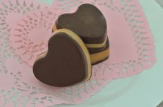 Healthy peanut butter cups, Chocolate dipped strawberries for a healthier treat this holiday. Fast and easy Last Minute Valentines Day treats that are better for you, Healthy chocolate treat recipes. Ideas for husband and boyfriend for vday