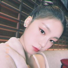 It's JYP's rookie girl group ITZY's Yeji She's born in 2000 She reminds me of Sohee and of the cat-type of face that JYP is known for . Programa Musical, Merian, Angelababy, Doutzen Kroes, Boys Over Flowers, Avicii, Going Crazy, These Girls, Drama Korea