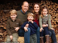 Queen, Prince Charles and Camilla lead royal tributes to Kate Middleton on her 39th birthday | Daily Mail Online Kate Middleton Et William, Kate Middleton Family, Carole Middleton, Kate Und William, Prince William Et Kate, Prince Harry Et Meghan, Prince William Family, Prince William Birthday, Prince George Photos