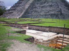 2009_excavation_ChichenItza
