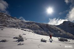 Paseando con raquetas de nieve en Puerto Ventana, Asturias