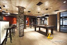 Chalet COURCHEVEL - Architecture intérieure par l'agence LABEL ETUDES Courchevel, Conference Room, Chandelier, Ceiling Lights, Lighting, Architecture, Table, Furniture, Home Decor