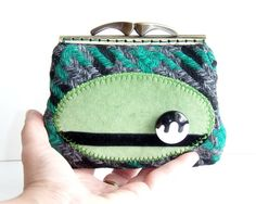 New :) Retro Coin Purse Wool Tweed Velvet Green Black.  This coin purse has a very curious look, don't you think?
