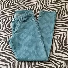 Rock & Republic Jeans Sz 10 Rock & Republic Jeans Sz 10...super cute Aztec print jeans...soft and comfy with right amount of stretch...worn couple times...in excellent condition Rock & Republic Jeans Straight Leg