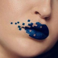 Umetnost na usnama: Upoznajte Girl Grey Beauty