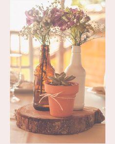 Já viu o post no #BlogWeLove com 9 ideias incríveis de arranjos de mesa para casamentos ao ar livre? É só conferir no site: www.mercedesalzueta.com #MercedesAlzueta