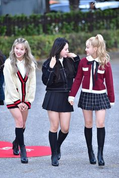 Loona airport fashion Airport Fashion Kpop, Kpop Fashion Outfits, Girl Fashion, Casual Outfits, Cute Outfits, Kpop Mode, Asian Hotties, Cute Asian Girls, Korean Celebrities
