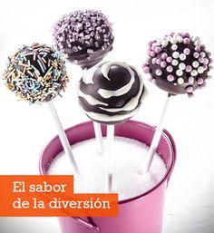 Recetas de postres: deliciosos cakepops de chocolatehttp://www.everydayme.com.mx/receta/cocina-en-familia-deliciosos-cakepops-de-chocolate
