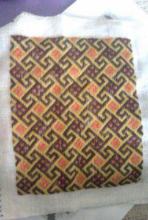 Forstykke til taske. Broderet i fladsyning. Tysk middelaldermønster fra 1400-tallet.