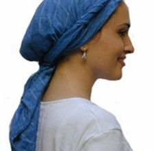 How to Tie a Headscarf in the Jerusalem Twist Style. The Jerusalem twist puts an old-world spin on a modern-patterned scarf. Nativity Costumes, Christmas Costumes, Diy Christmas, Easter Costumes, Christmas Pageant, Christmas Nativity, Christmas Cookies, Christmas Cards, Christmas Decorations
