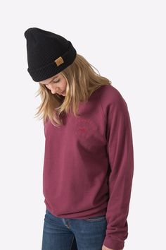 The Sproatt is midweight and warm, the perfect sweater for the most laidback days. Unisex sizing: size down for a true fit Raglan sleeve Garment dyed for soft hand feel organic cotton fleece Preshrunk Embroidered chest logo Aw 17, Cotton Fleece, Soft Hands, Organic Cotton, Warm, Unisex, Sweatshirts, Fitness, Sleeves
