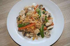 Wok med kylling og friske grøntsager