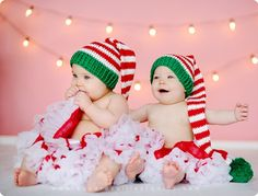 Not the skirts but the hats are so cute Art twin girls christmas picture my-photography Twin Girls, Twin Babies, Cute Babies, Twins, Twin Pictures, Twin Photos, Cute Pictures, Christmas Pictures, Kids Christmas