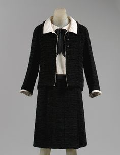 "Gabrielle ""Coco"" Chanel: Cocktail ensemble (1973.297.2a,b) | Heilbrunn Timeline of Art History | The Metropolitan Museum of Art"