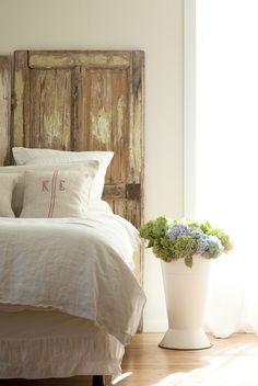 Tür Kopfbretter, Blecheimer, Bodenvasen, Monogramm Kissen, Hübsches  Schlafzimmer, Vintage Türen, Altholz, Landhausstil, Schlafzimmer