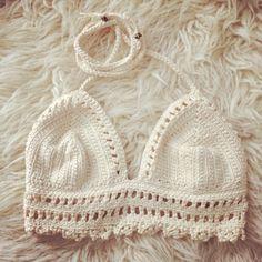 Snowflake crochet croptop in off-white