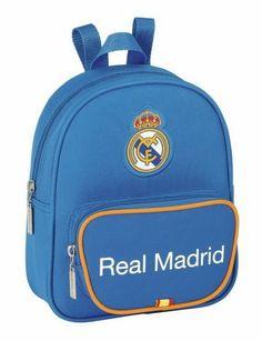 Esta colección de papelería escolar del Real Madrid está basada en la segunda equipación oficial del club blanco para la temporada 2013/2014. El color de fondo de esta nueva línea de material para el cole es el azul. También se utiliza el naranja en los pequeños detalles de la colección, creando un agradable contraste a la vista. Dimensiones: 18 cm x 23 cm x 7.5 cm.