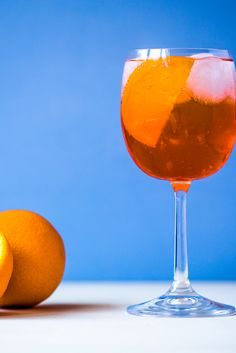 This Aperol spritz recipe offers a slice of Italian chic – the perfect summer tipple for aperitivo hour. Vintage Cocktails, Festive Cocktails, Summer Cocktails, Cocktail Drinks, Cocktail Recipes, Italian Chic, Italian Summer, Aperol Spritz Recipe, Yes Way Rose