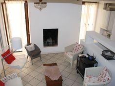 Bezauberndes Haus am Gardasee  Gargnano  - 1.OG: Kaminzimmer + 5 Sessel, Sofa, Bank, TV