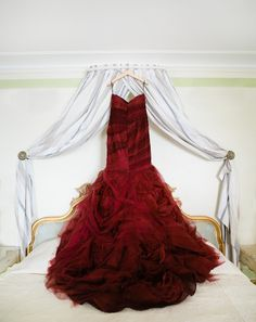 Regal red Vera Wang gown: http://www.stylemepretty.com/destination-weddings/2015/02/06/whimisical-destination-wedding-in-venice-italy/ | Photography: Lindsay Madden Photography - lindsaymaddenphotography.com