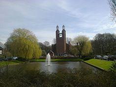De Kruiskerk, oftewel de kerk met de 'duizend' (?) raampjes...