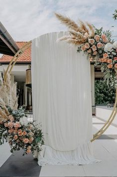 If you're planning a wedding in 2019 then here's a great place to begin! Take a look at what is going to be on-trend for this year and inspire yourself! #2019weddingtrends #weddingtrends #spingweddingtrends #summerweddintrends #autumnweddingtrends #2019weddings #2019weddingsdecor #pampasgrass Photo from Instagram