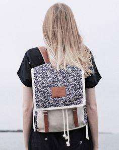 Daisy Blue Globby Backpack von Mödernaked auf DaWanda.com