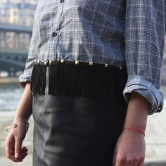 Here is a simple way to upcycle a shirt ! Add fringe without sewing. Perfect for the holiday season.