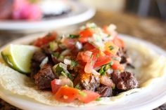 Tacos à la bavette de bœuf, marinade épicée à la lime et coriandre! 432 calories/44 g glucides/ 22 g gras/ 20 g protéines