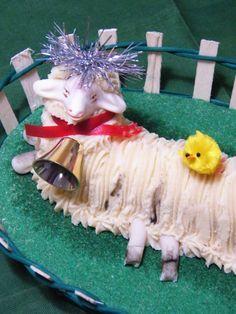 Dolce della Pasqua in Salento è l'Agnello di pasta di mandorle, o Pasta Reale! Da piccolina ne vedevo la lavorazione dell'impasto, restando estasiata