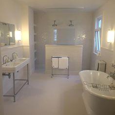 NeoClassica basin on Grace stand, Essenze tiles, Beacon mosaics, Mercer mirror , Bistrot taps, Celeste bath by AQUADOMO // Tid til julespa 🛁🚿#tromborg #nytbadeværelse #magisk