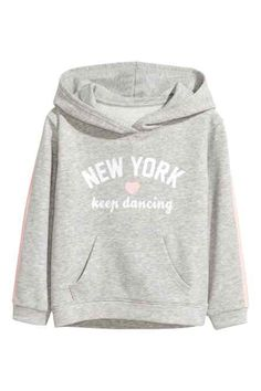 Top in sweatshirt fabric with a print motif on the front, jersey-lined hood and ribbing at the cuffs and hem. White Hooded Sweatshirt, Hooded Sweatshirts, Graphic Sweatshirt, Hoodies, Sporty Outfits, Kids Outfits, Cute Outfits, Western Outfits, Girls Sweaters